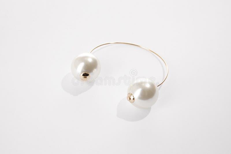 Bielu perła składający kolczyk zdjęcie royalty free