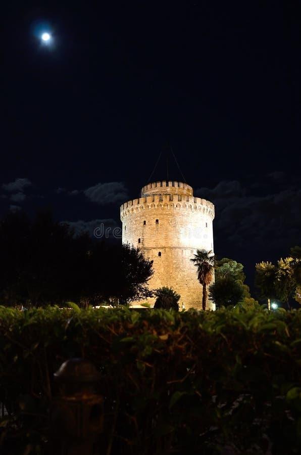 Bielu wierza w Saloniki nocy obraz royalty free