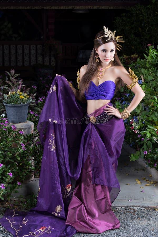 bien costume dien женщина Вьетнама северного региона тайская традиционная стоковые изображения rf