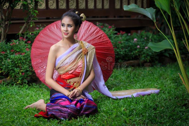bien costume dien женщина Вьетнама северного региона тайская традиционная стоковые фото