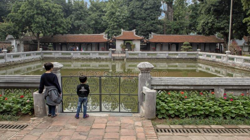 Bien de la brillantez divina, tercer patio, templo de la literatura, Hanoi, Vietnam imagen de archivo