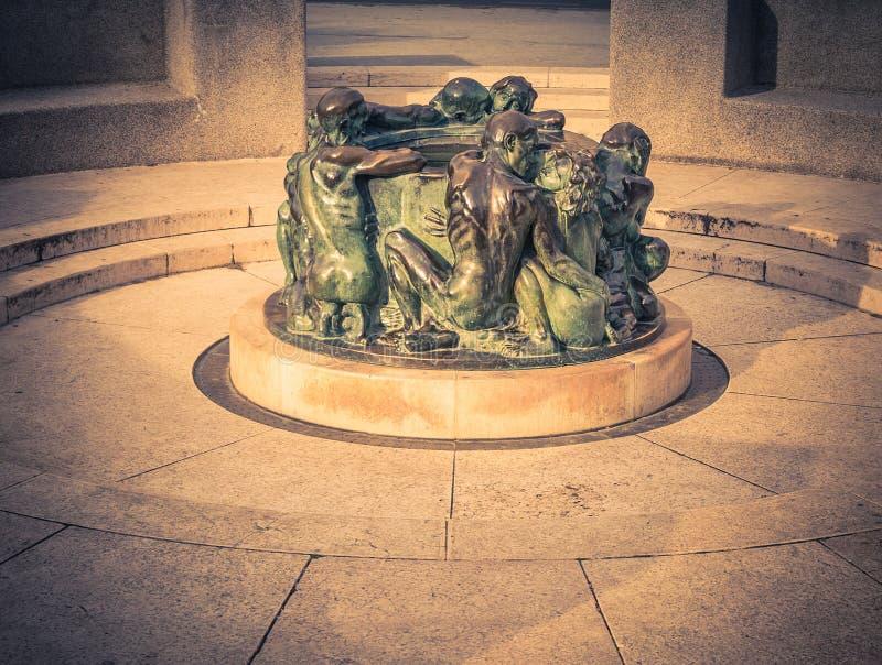 Bien de la vie, sculpture faite par la sculpture croate célèbre Ivan M photographie stock libre de droits