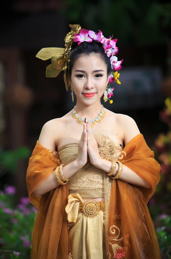 bien dräkten dien den thai traditionella vietnam för den nordliga regionen kvinnan royaltyfri foto