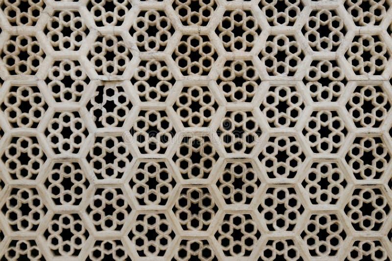 Bienenwabe kopierte Fenster im bernsteinfarbigen Fort, Indien stockfoto