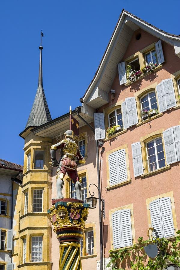 Bienne - ξύλινα άγαλμα και κτήρια στοκ φωτογραφίες