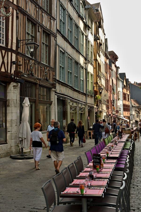 Bientôt ce sera heure du déjeuner à Rouen, France images stock
