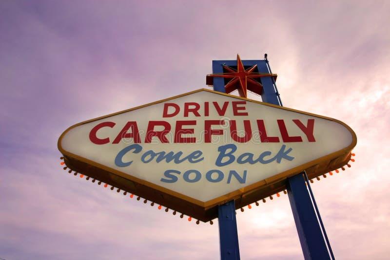Bientôt revenu signe de Las Vegas au coucher du soleil image libre de droits