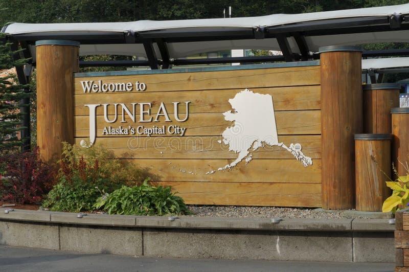Bienvenue au panneau Juneau au quai photographie stock libre de droits