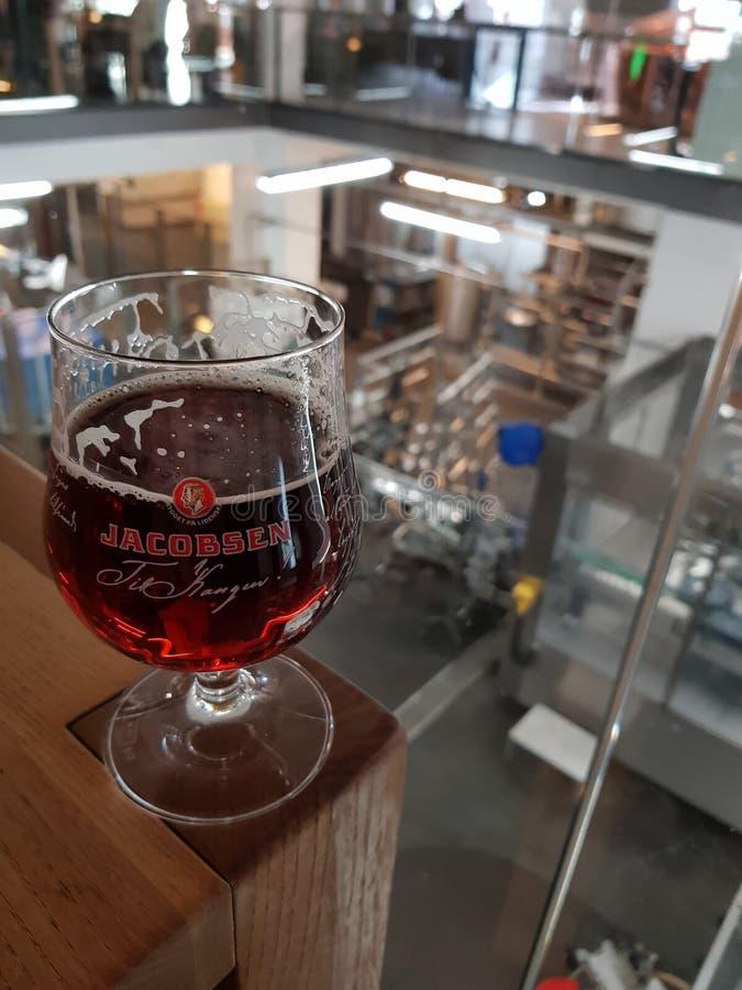 Bier bij de fabriek stock foto's