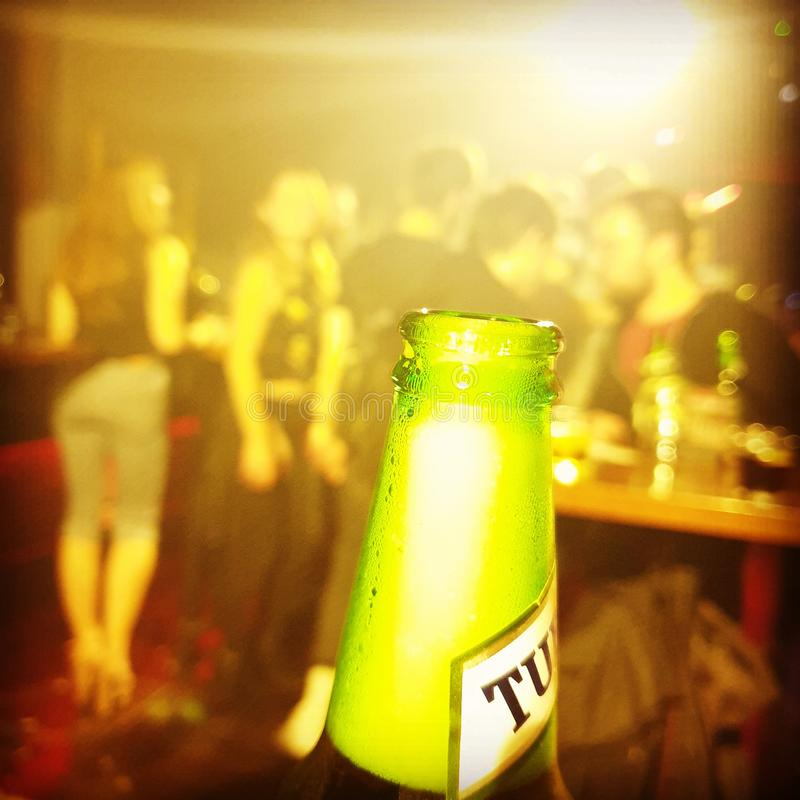 Bier in de club stock foto's