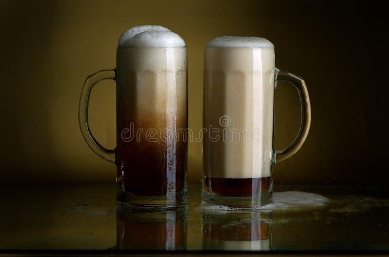 Bier in einem Glas lizenzfreie stockfotos