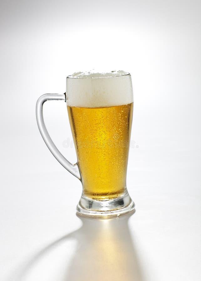 Bier in einem Glas lizenzfreie stockbilder