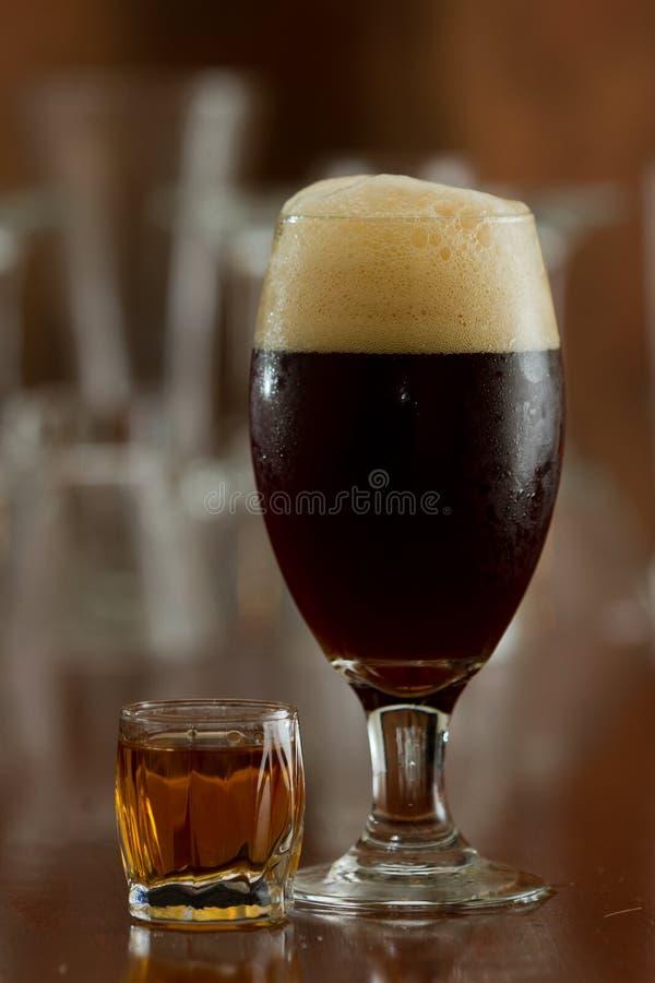 Bier en een schot royalty-vrije stock afbeelding