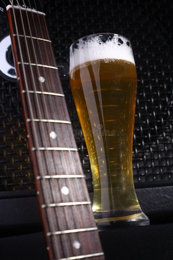 Bier en muziek royalty-vrije stock foto