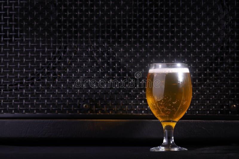 Bier en muziek royalty-vrije stock foto's