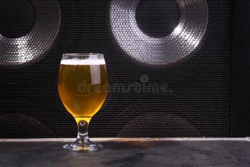 Bier en muziek stock fotografie