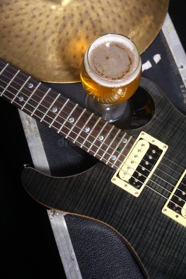 Bier en muziekmateriaal royalty-vrije stock afbeeldingen