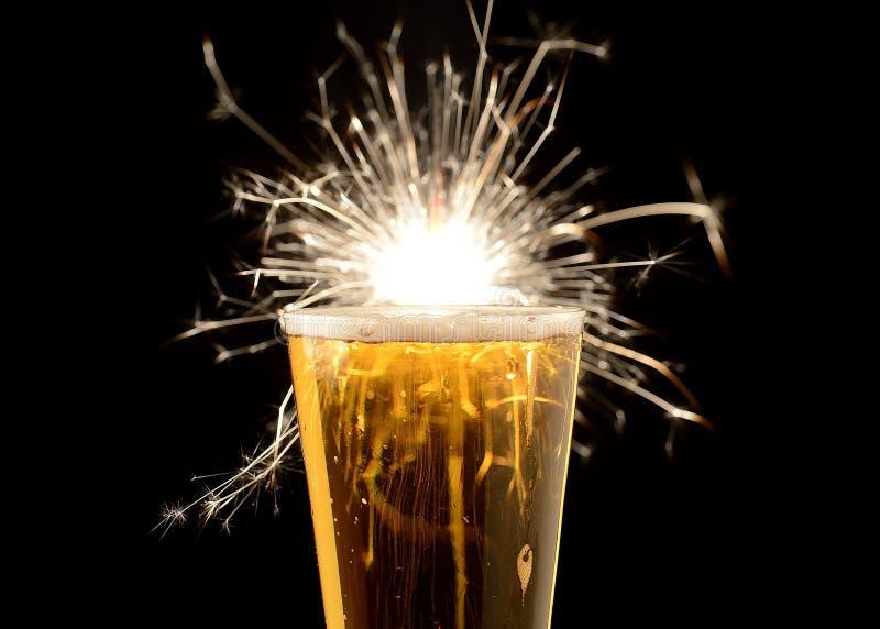 Bier für einen speziellen Tag lizenzfreie stockfotografie