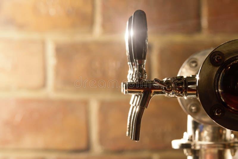 Bier-Hahn lizenzfreie stockbilder