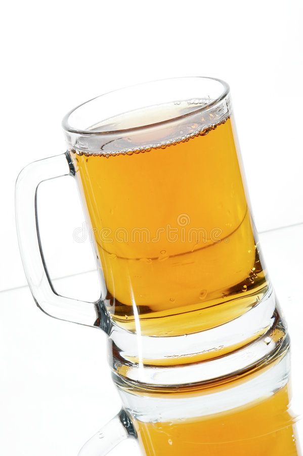 Bier im Glas stockfotografie