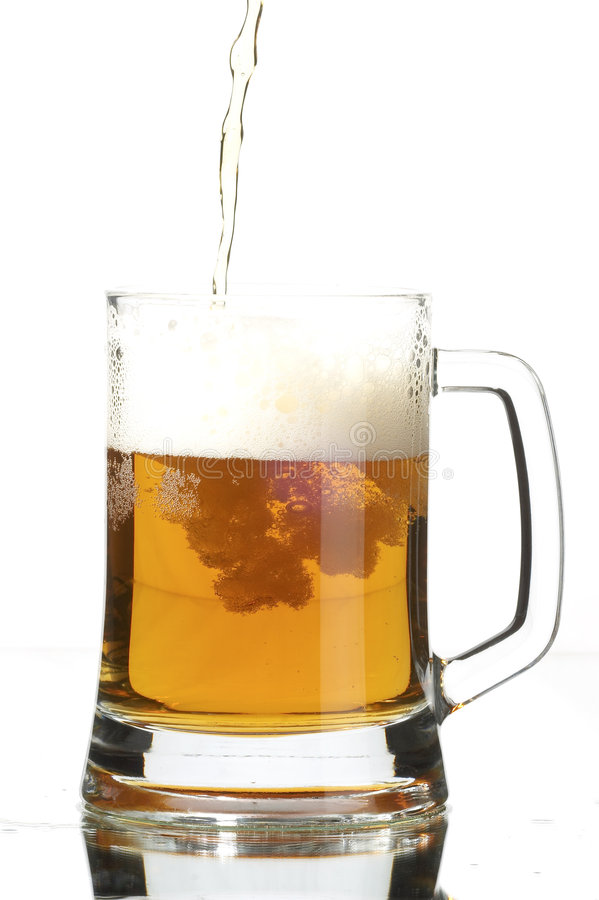 Bier im Glas stockbild