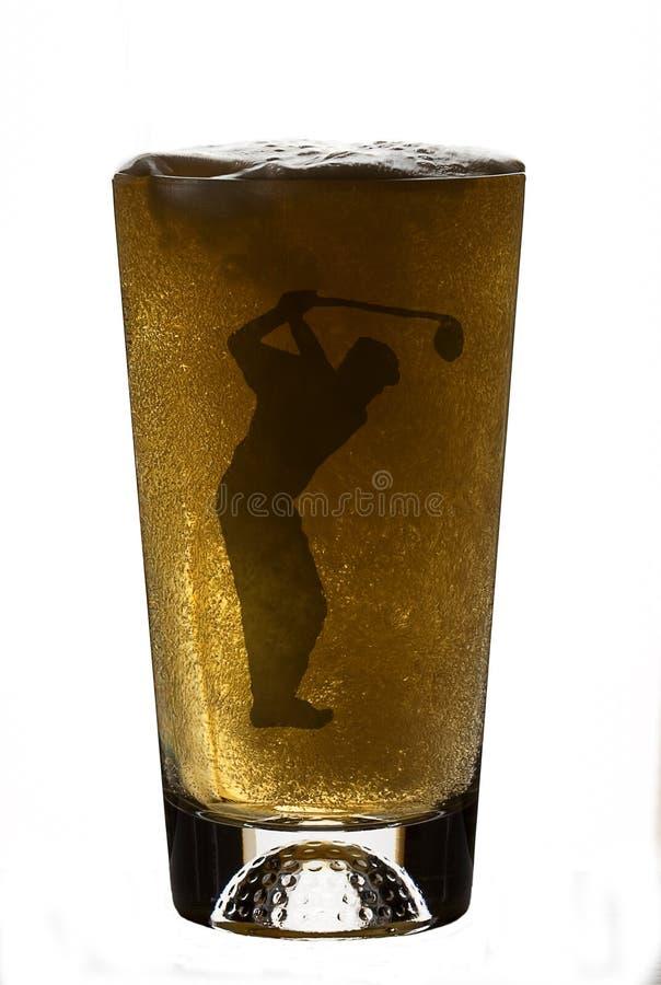 Bier im Golfspieler-Bier-Glas lizenzfreie stockfotos