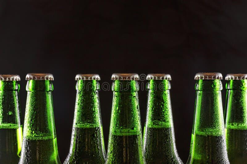 Bier, koude, partij, alcohol, groene fles, versheid, het verfrissen zich, exemplaarruimte stock afbeeldingen