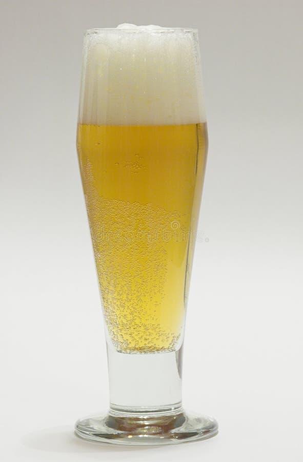 Download Bier in lang glas stock foto. Afbeelding bestaande uit glas - 284972