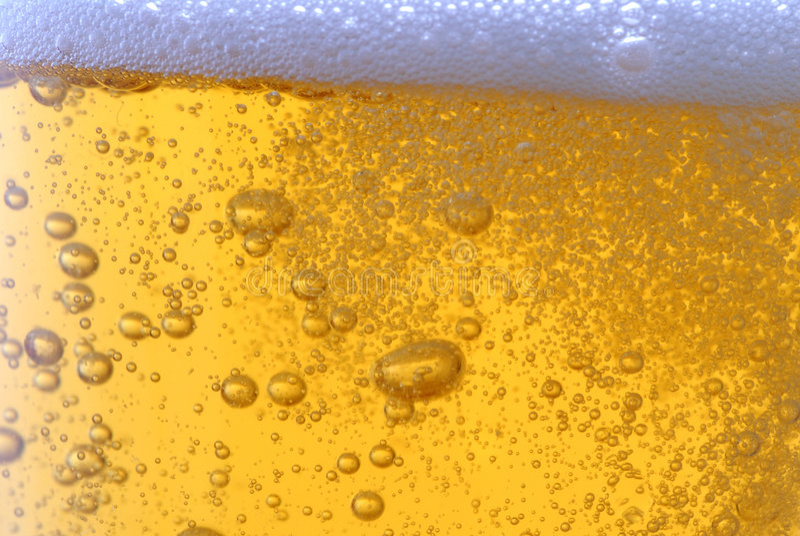 Bier met bellen stock fotografie