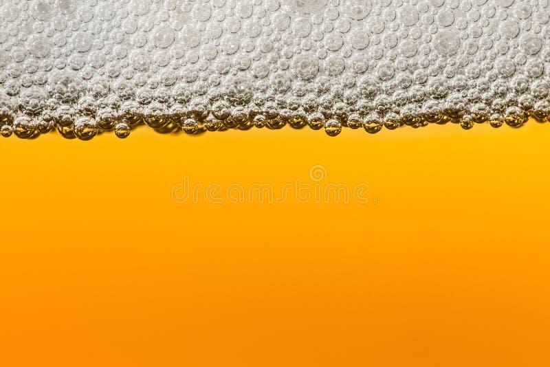 Bier met schuim Macro royalty-vrije stock afbeelding