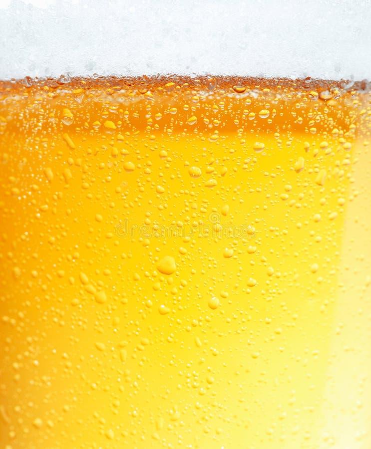 Bier mit Luftblasen. stockfotos