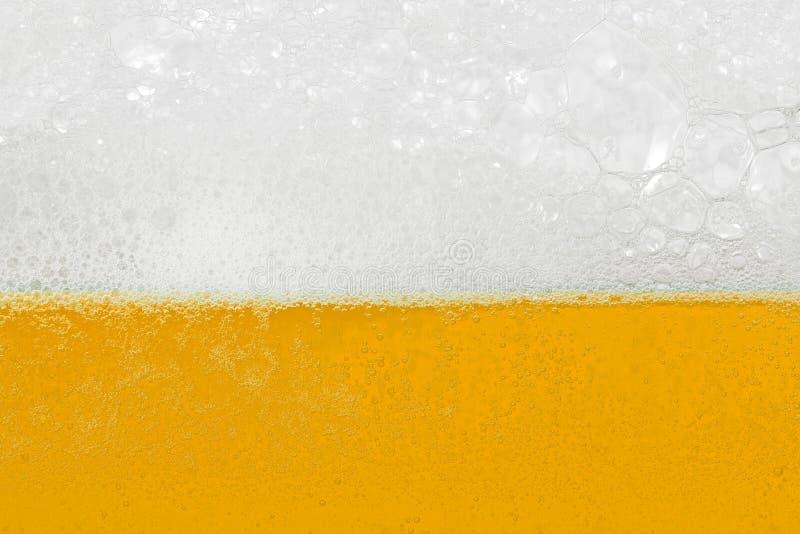 Bier mit Schaumgummi und Luftblasen lizenzfreie stockfotografie