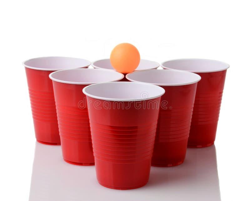 Bier Pong lizenzfreie stockbilder
