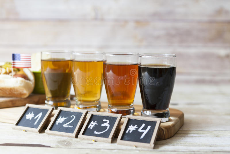 Bier-Probieren stockbilder