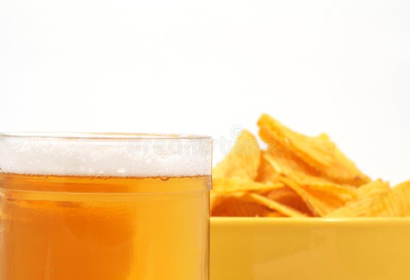 Bier und Kartoffel stockbild