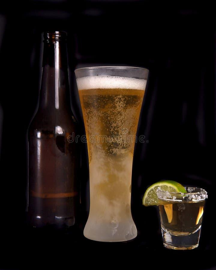 Bier und Tequila stockfotos