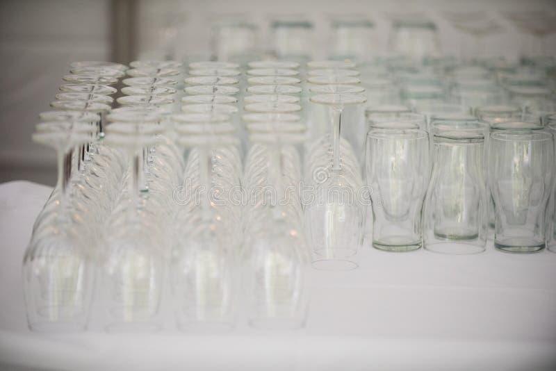 Bier-und Wein-Gläser stockfoto