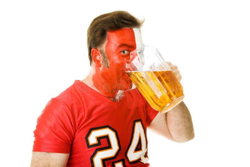 Bier-verputzendes Sport-Gebläse lizenzfreie stockbilder