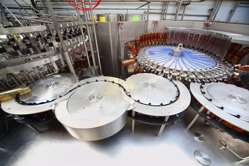 Bierflaschen bereit zum Ausfüllen Ochakovo lizenzfreie stockbilder