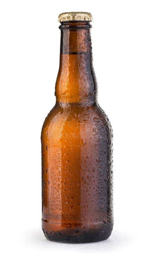 Bierflaschen mit Tropfen stockfoto