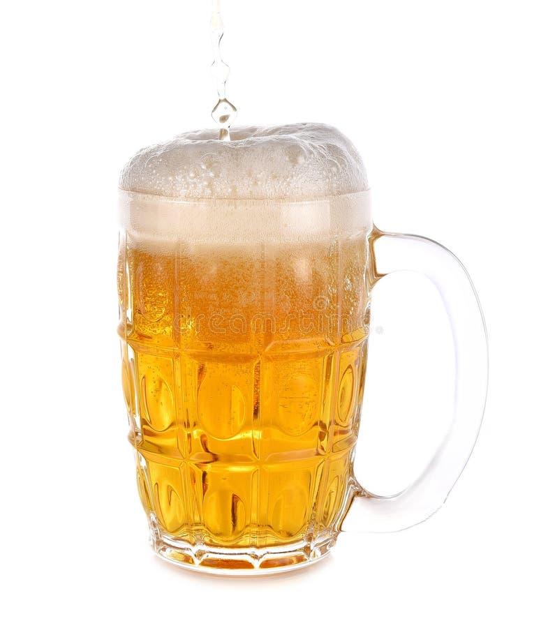 Bierglas met handvat met wit op achtergrond stock foto's