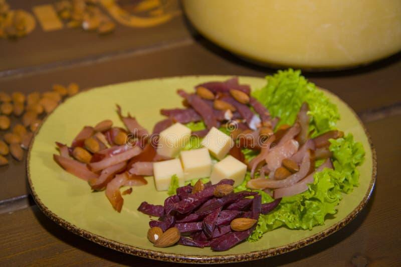 Biersnack - Ausschnitt des Fleisches der wilden Rotwild, der Elche und der Ziegen lizenzfreie stockfotos