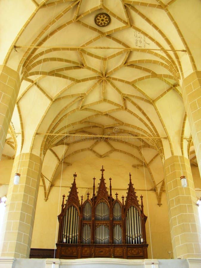 Biertan加强了吉卜赛教会中世纪特兰西瓦尼亚内部建筑学美丽的大厦尖屋顶哥特式室内的神 免版税库存照片