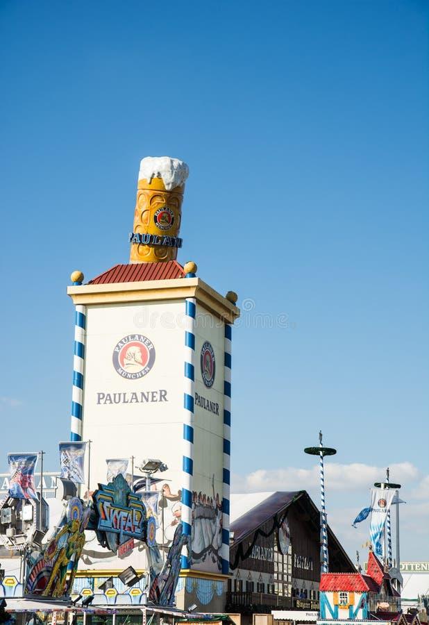 Biertent in Oktoberfest in München royalty-vrije stock afbeeldingen