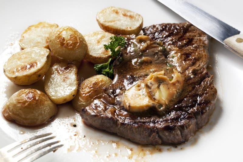 Bife com manteiga de anchova imagens de stock royalty free