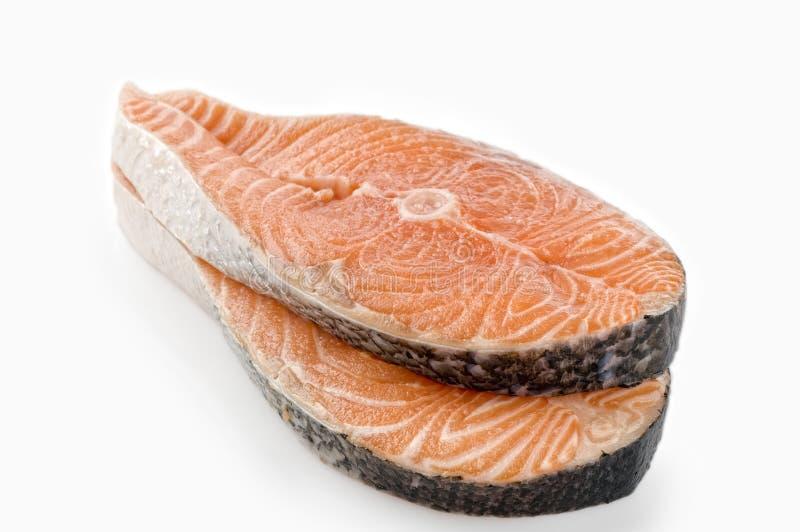 Bife cru Salmon no branco fotos de stock royalty free