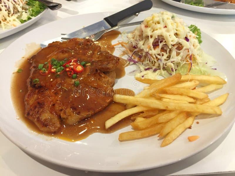 Bife da carne de porco com molho de pimenta preta fotografia de stock