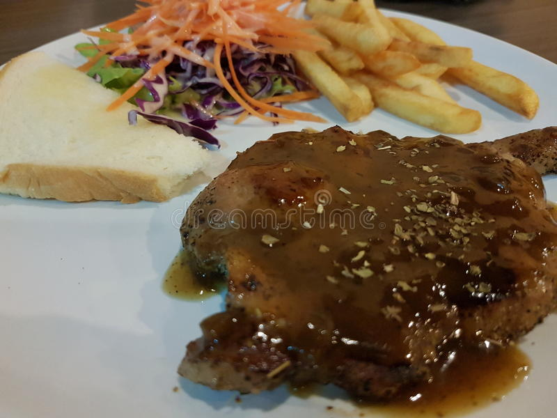Bife da carne de porco com pimenta preta imagem de stock
