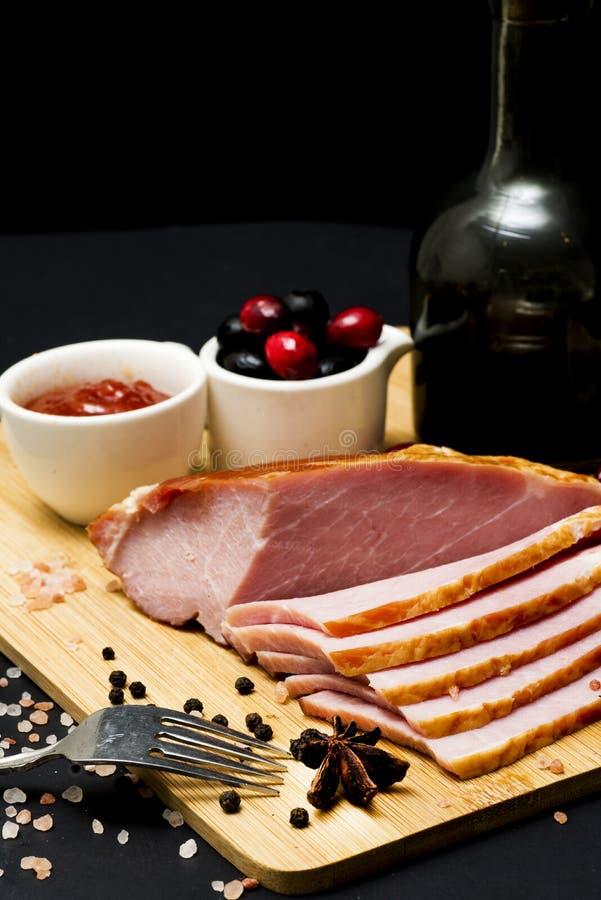 Bife da carne de porco, faixa do carbonato no fundo escuro fotografia de stock royalty free