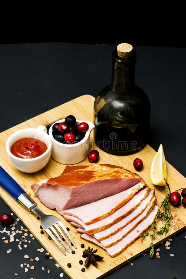 Bife da carne de porco, faixa do carbonato no fundo escuro imagens de stock royalty free